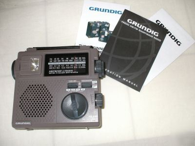 Grundig FR200 am/fm shortwave radio w/ carrying case