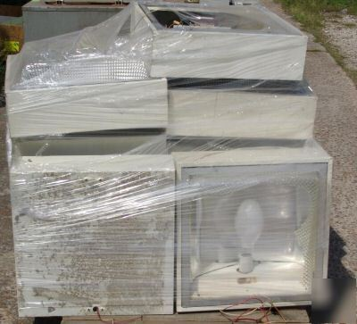How Much Is Sales Tax In Texas >> Lot of 40 overhead warehouse lights (2 pallets)
