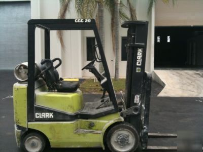 Forklift 1999 clark cgc 20 lpg cushion tire lift truck